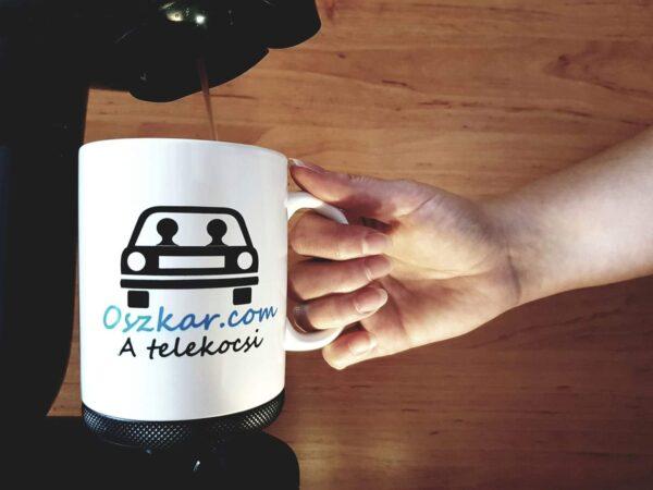 Készül a kávé az Oszkáros bögrében