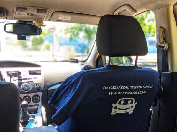 Oszkáros póló hátulja ülésen