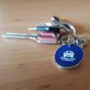 Bevásárlóérmés kulcstartó asztalon